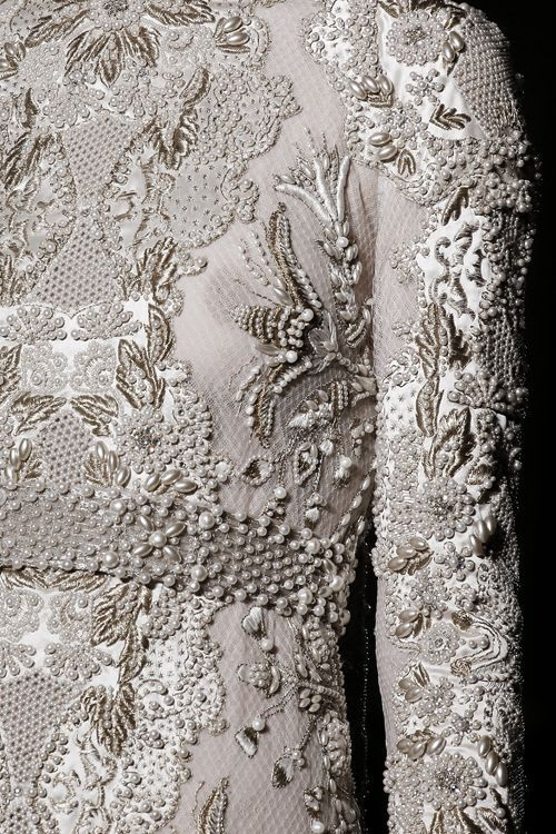 Fabric manipulation - embroidery - Valentino Haute Couture Fall 2013
