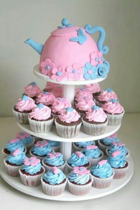Chá de cozinha: Para quem quer sair do tradicional bolo, tem a opção de fazer com cupcakes que ficam lindos.