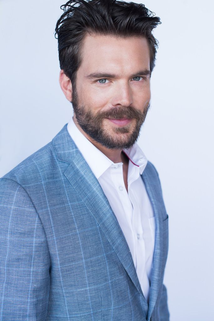 charlie weber - Not enough words to describe hotness !
