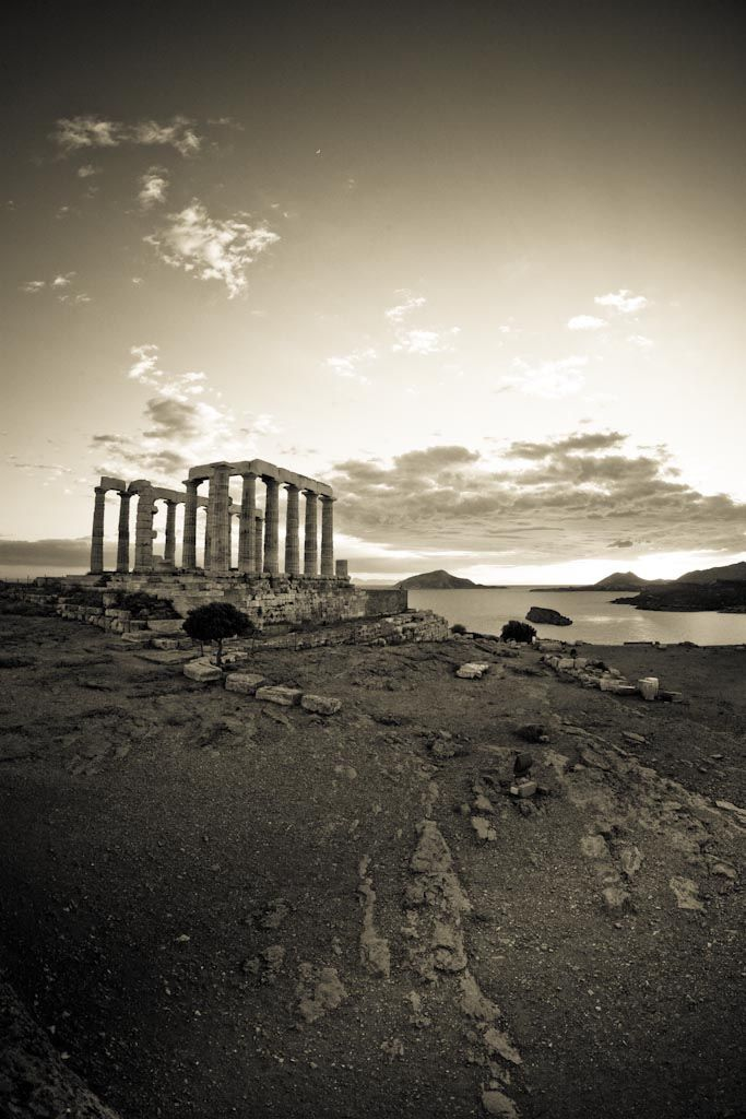 Rare Black & White of the Sunset at the Temple of poseidon, Sounio  #BestSunset #BestofGreece  Credit: Lutty Moreira
