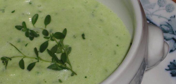 Lækker og nem opskrift på cremet avocadosuppe - med billede