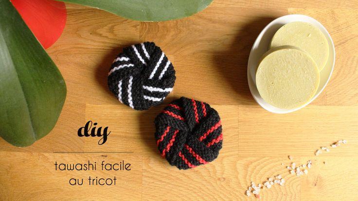 Réalisez un tawashi facile au tricot : c'est un projet parfait pour débuter au tricot car il nécessite seulement de connaitre le point endroit et envers.