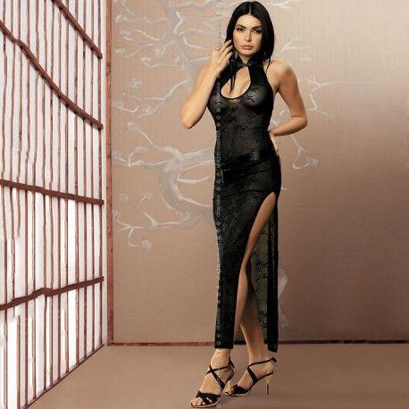 AYA GOWN & THONG S/MElegante vestido de noche inspirado en la cultura del Lejano Oriente. Tiene un prolongado corte en la pierna izquierda que lo hace más sexy. Se ata a la cintura con una cinta de raso. La parte superior se fija al cuello y muestra un pronunciado escote. Talla: S/M. Incluye tanga sexy a juego.