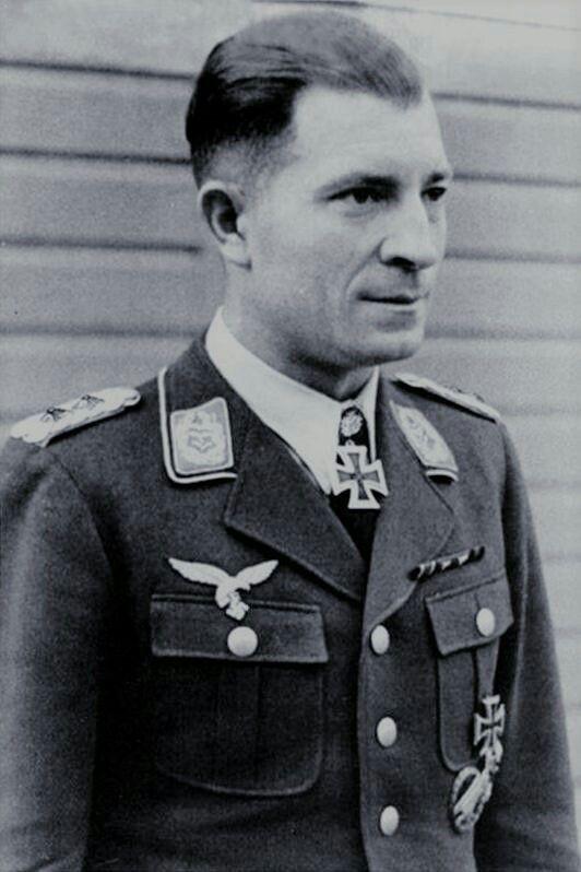 Major Hans Kroh (1907-1967), Kommandeur I./Fallschirmjäger Regiment 2, Ritterkreuz 21.08.1941, Eichenlaub (443) 06.04.1944, Schwerter (96) 12.09.1944
