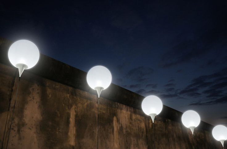 Il Muro di Berlino, fatto con i palloncini - Il Post