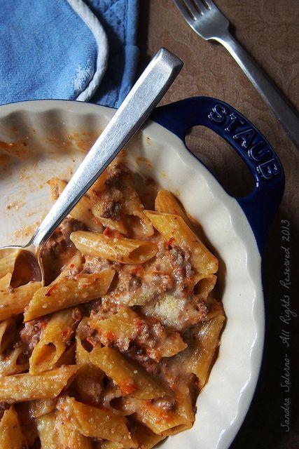 Pasta al forno http://www.untoccodizenzero.it/index.php/ricette/primi-piatti/penne-ritorte-matt-con-ragu-speziato-e-besciamella-la-mia-personale-versione-di-pasta-al-forno/