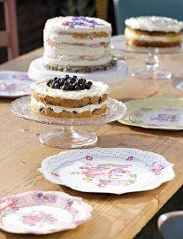 Bijna te mooi om te gebruiken deze vintage papieren serveerborden. Geweldig om je sandwiches, cupcakes of hapjes mee op te dienen.  Gebruik ze tijdens een picknick, bij een afternoon tea of op je bruiloft. Of plak ze op de muur!