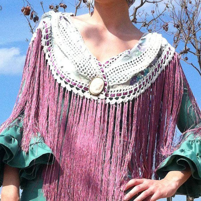 Tutorial paso a paso sobre como hacer un mantoncillo de flamenca combinado de tela y crochet con flecos de seda