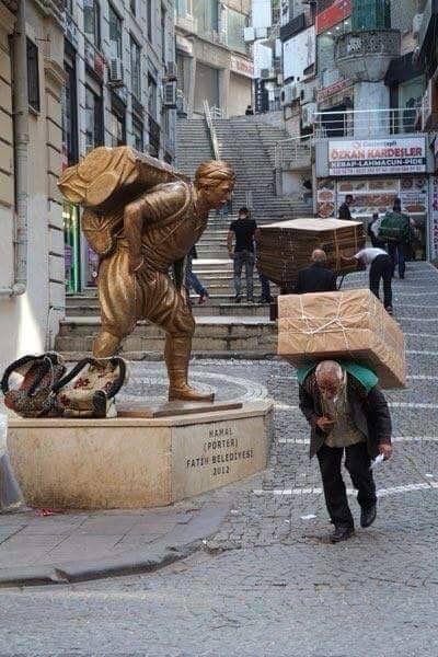 Porter Statue. Fatih, İstanbul By Elif Bekaroğlu.