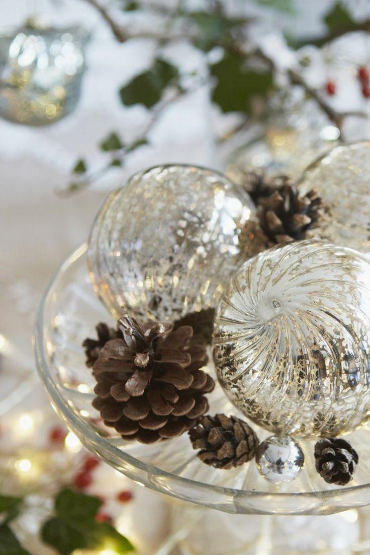 Addobbi Natalizi Vetro.Diy Christmas Decorations Centerpieces With Glass Balls Addobbi Natalizi Christmas Decorations Centerpiece White Christmas Ornaments Christmas Decor Diy