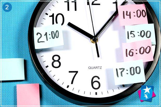 Бумага для заметок и аналоговые часы - отличные материалы для учебных игр