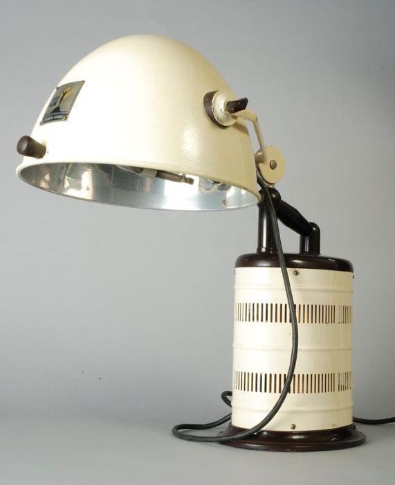 1931 facial tanning lamp Hanau model S300. CC-BY Museum Rotterdam