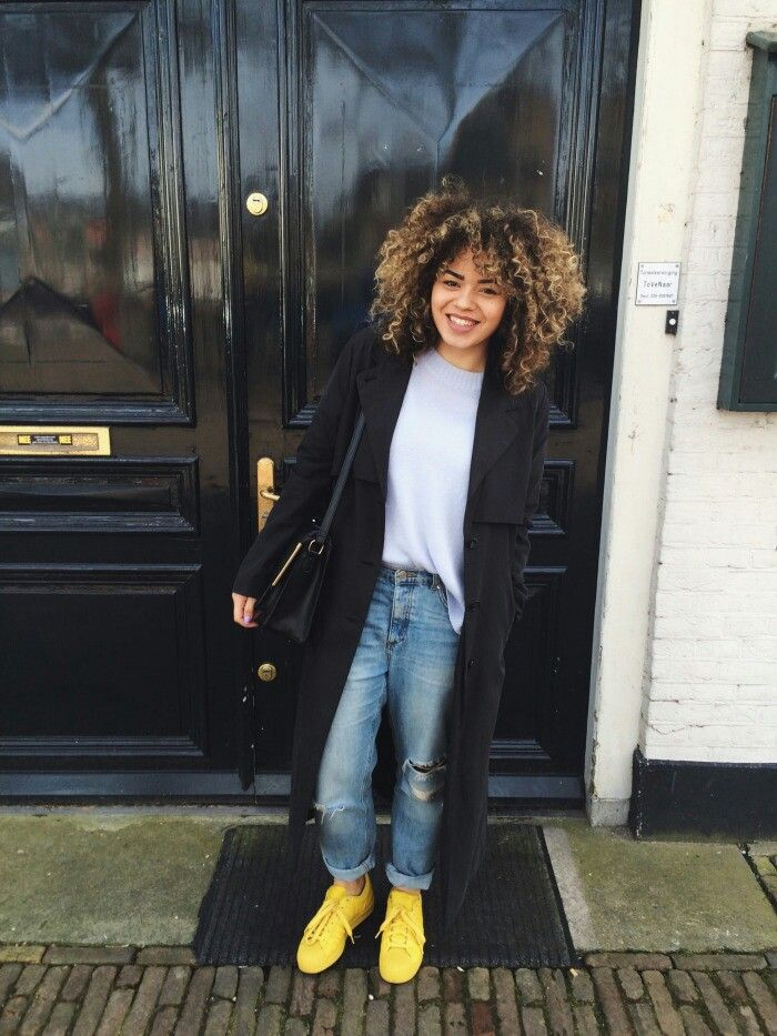 Black coat, grey tee, boyfriend jeans, bright shoes | HANNAH
