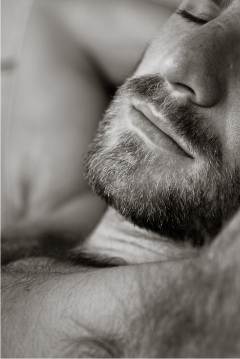 very nice facial hair...love to rub my face on that :o)
