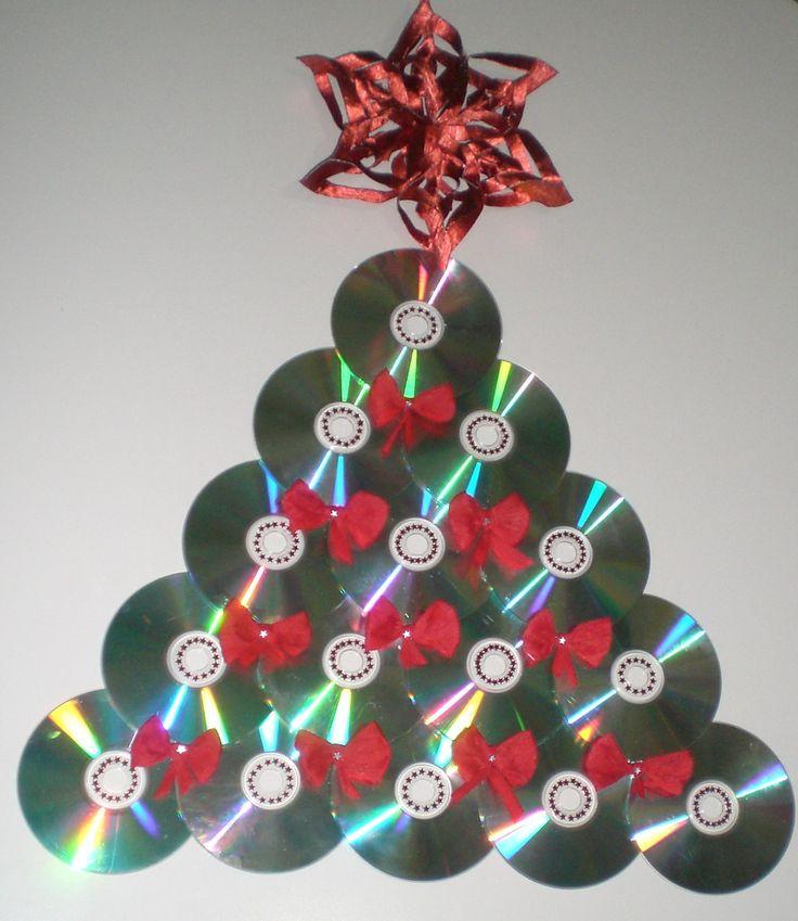 Riciclo CD - albero di Natale - I fiocchi sono in carta crespa -  fatto con le amiche Luisa e Franca