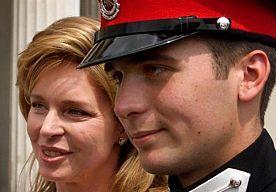 17-Jun-2015 10:06 - WEER EEN ROYAL BABY!. Na Charlotte en de nieuwe Zweedse koninklijke telg is het alweer tijd voor een royal baby! Vorsten meldt dat prins Hashem en prinses Fahdah van Jordanië maandag een jongetje hebben gekregen. Het zoontje heet Al Hussein Haidara bin Hashem meegekregen. Al Hussein Haidara is het vierde kind van het prinselijk stel. Prins Hashem (34) is de jongste zoon (van vijf) koning Hoessein die in 1999 overleed. Koningin Noor is zijn moeder.