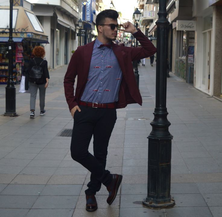 Style your bordeaux  jacket with blue pants and let the shirt play!