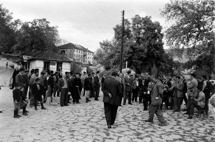 JAMES BURKE METΣΟΒΟ - 1959 - ΧOΡΟΣ ΑΝΤΙΚΡΥΣΤΟΣ ΓΙΑ ΔΥΟ , ΣΤΗΝ ΠΛΑΤΕΙΑ