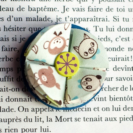 "1.7"" Fabric brooch 'Poupinets' - $13.30  #broche #brooch #tissu #fabric #peachbanana"