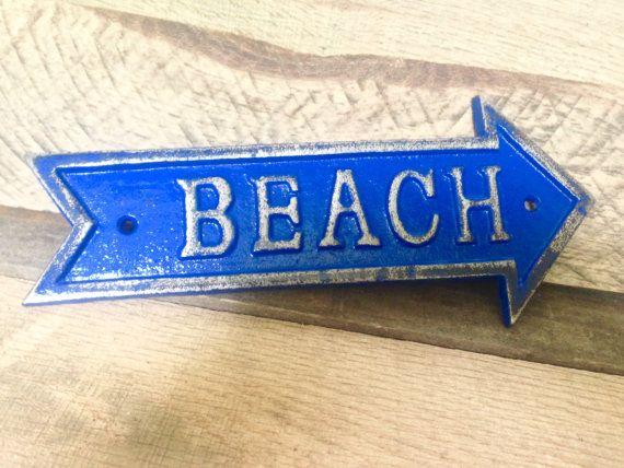 STRAND pijl muur teken/Plaque. Badkamer, strand huis Decor. Hier afgebeeld in Deep Blue.  Meten van 9.25 H x 3.5W x .25D en gemaakt van massief gietijzer, kies uw kleur in onze aangepaste kleur raster (onder dit item fotos). Hand geschilderde, zwaar bedroefd voor een 3D tri-color look en scherm strand duidelijk. Een extra duidelijke jas is toegevoegd aan uw aankoop tegen normale slijtage verder te beschermen.  Al onze gietijzer/metaal items waarvoor schroeven voor wandmontage die geen…
