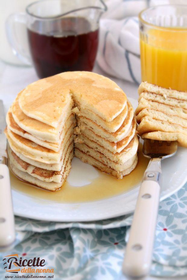 Chi non conosce i pancakes tradizionali americani? Sono famosi in tutto il mondo ed esistono numerosissime versioni: ai mirtilli, con il bacon, alle mele, vegani senza ingredienti di derivazione anima