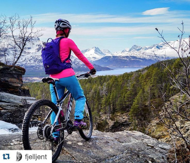 Mountainbiking in the spring above Skibotn Photo: fjelljent