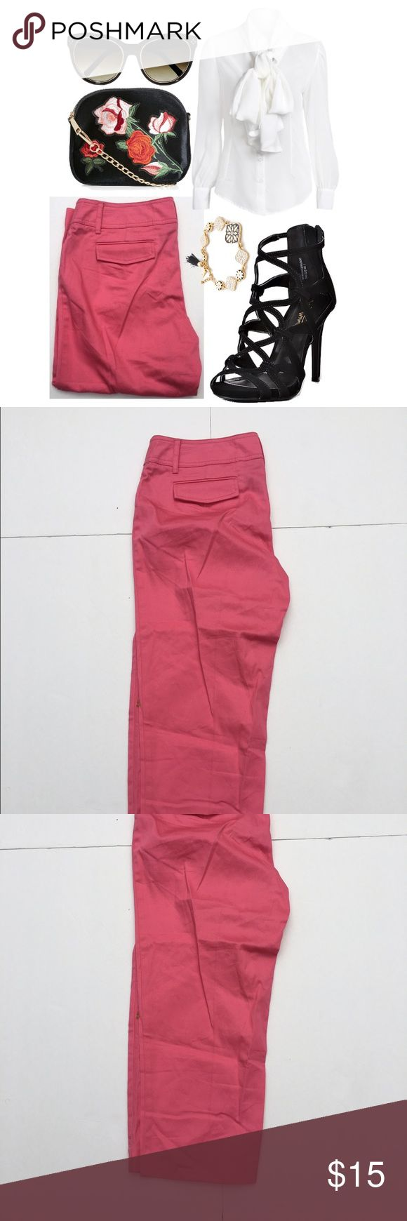 🆕Coral Capris Coral straight leg capris. In great condition. Great for the upcoming spring and summer. 97% cotton 3% spandex. ℹmake an offer or bundle for great pricesℹ new directions Pants