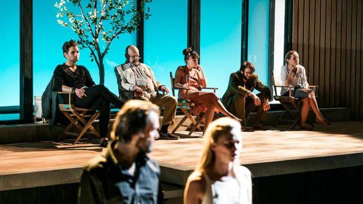 """Nydelig lys og lekker scenografi bidrar til å skape en strålende oppsetning av Som lauvet i Vallombrosa."""""""