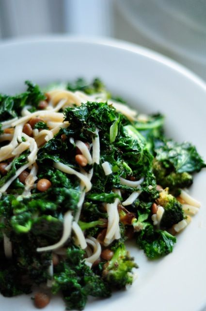 Soba noodles with broccoli, lentils and kale...hrm....