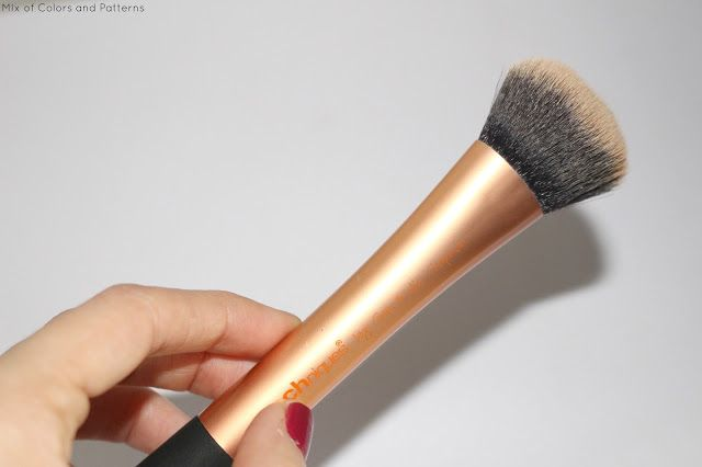 Mix of Colors and Patterns: Real Techniques expert face brush - Review