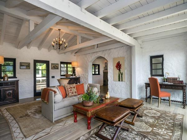 Best 25 spanish style bedrooms ideas on pinterest for Mexican ranch style homes