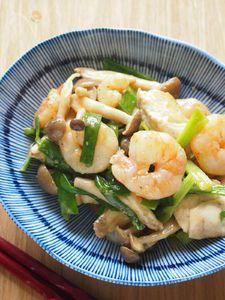簡単!美味しい!小松菜と舞茸とシーフードの塩焼きそば by SHIMA   レシピサイト「Nadia   ナディア」プロの料理を無料で検索