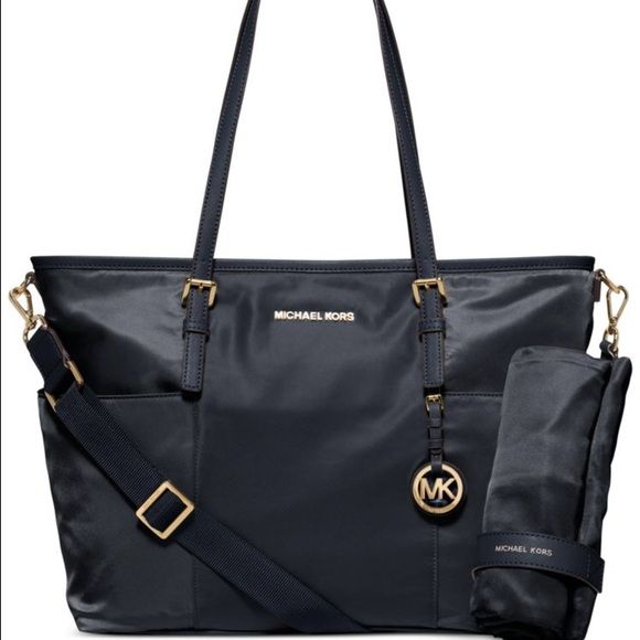 Michael Kors diaper bag! ADORABLE EUC MK diaper bag! Has so many pockets for everything you need! Can also be used as just a normal purse! Come with changing pad and dust bag! Michael Kors Bags Shoulder Bags