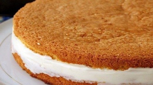 Этот пирог с творогом почти без выпечки! А знаете почему почти? Потому что мы испечем только основу, а простейшая, а нежный творожный крем, больше напоминающий желе из творога, нет чизкейк, даже …