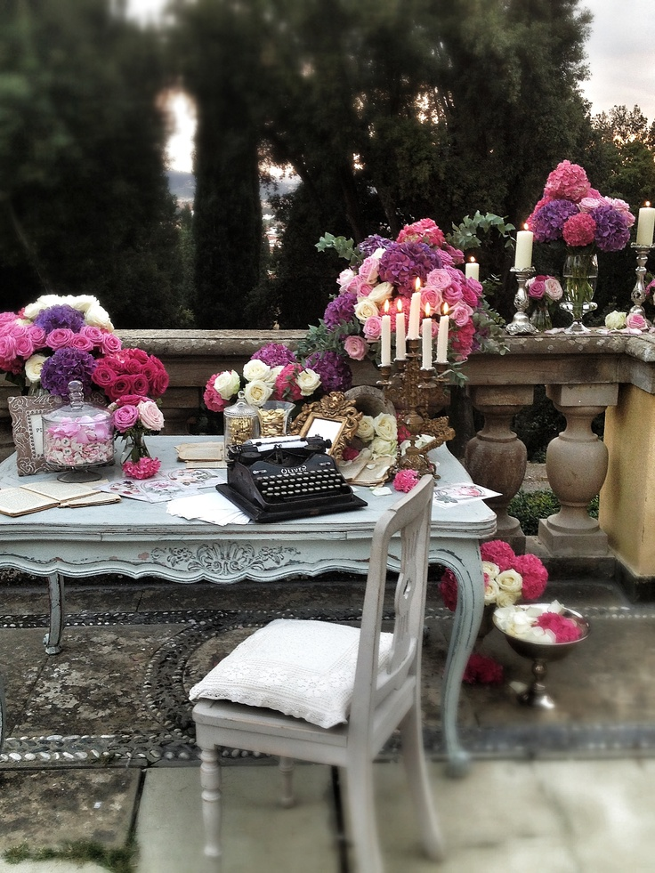 Guest book table,La Rosa Canina FIRENZE www.larosacaninafioristi.it