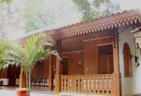 3 uniqueness Cuma There Adat House Betawi, Indonesian