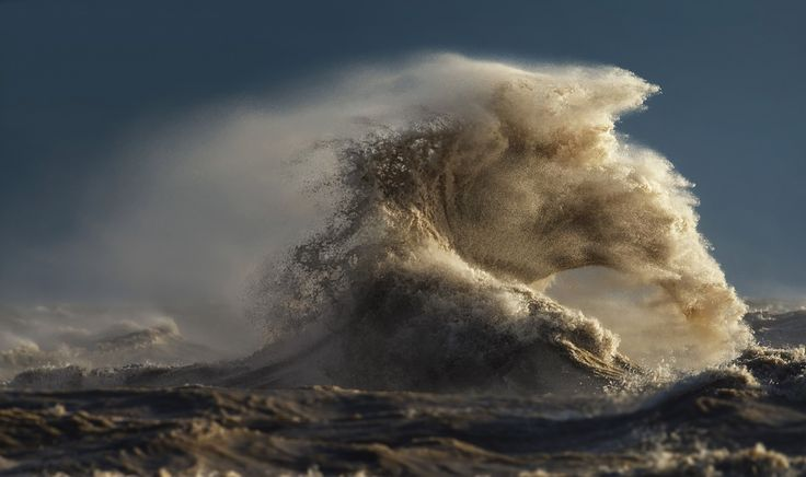 Surreal photos of crashing waves caught in motion on Lake Erie - The Washington Post