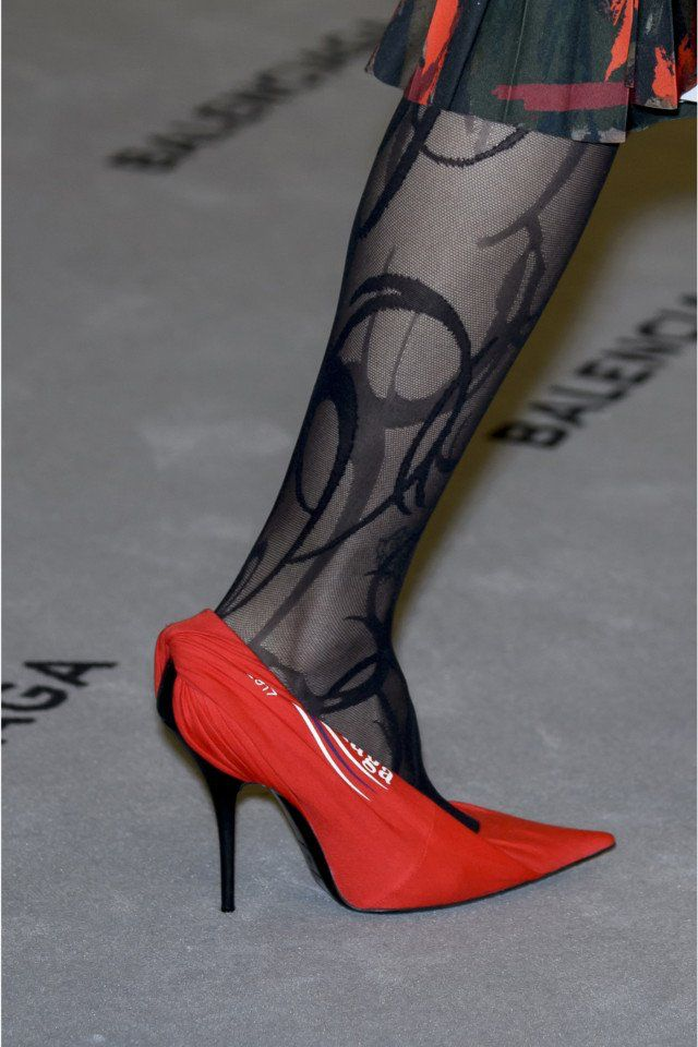 Balenciaga  #VogueRussia #readytowear #rtw #fallwinter2017 #Balenciaga #VogueCollections