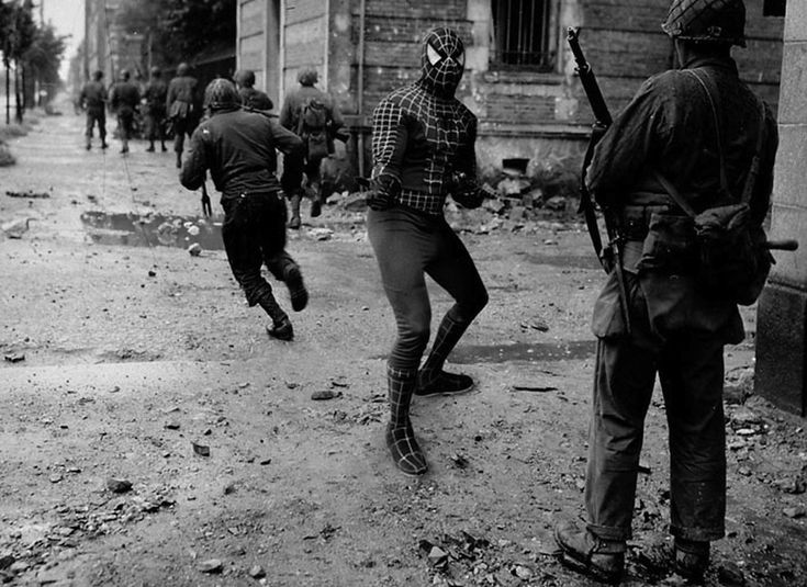 Cherbourg, Normandia 1944    Soldati americani combattono in Avenue de Paris a Cherbourg, Normandia  Super Hero © Agan Harahap