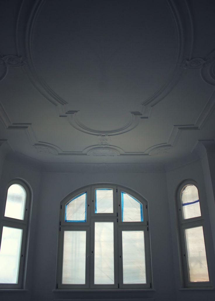 Wybudowana w 1900r., zaprojektowana przez Józefa Święcickiego kamienica przy ulicy Cieszkowskiego 4 w Bydgoszczy, dzięki staraniom dewelopera Moderator Inwestycje odzyskuje dawną świetność.Wspólnota mieszkaniowa podczas remontu, zadbała o detale i szczegóły czyniące kamienicę świadkiem minionej belle époque. Wkrótce będzie gotowa