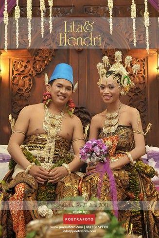 #Foto Pernikahan Adat Jawa Lita+Hendri Wedding di Jogja by Poetrafoto Fotografer Yogyakarta, http://wedding.poetrafoto.com/fotografer-pernikahan-jogja_10