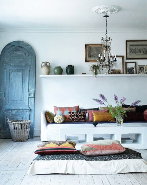 decorative door, pillow seating & a variety of pottery. The colors, patterns & decor have a southwestern appeal without being overwhelmingly theme-y & cheesy. There's an understated modern twist here that makes this space pleasant.