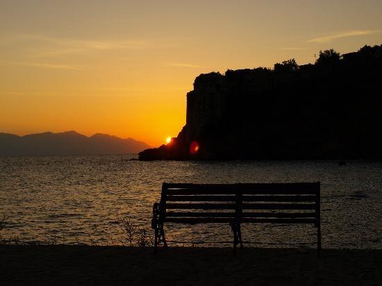 lever-de-soleil-sur-koroni