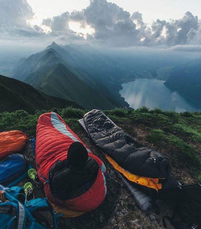 Não é preciso espírito aventureiro, apenas a decisão de, por pouco tempo,  conviver com a natureza. Isto economizará em remédios e stress.