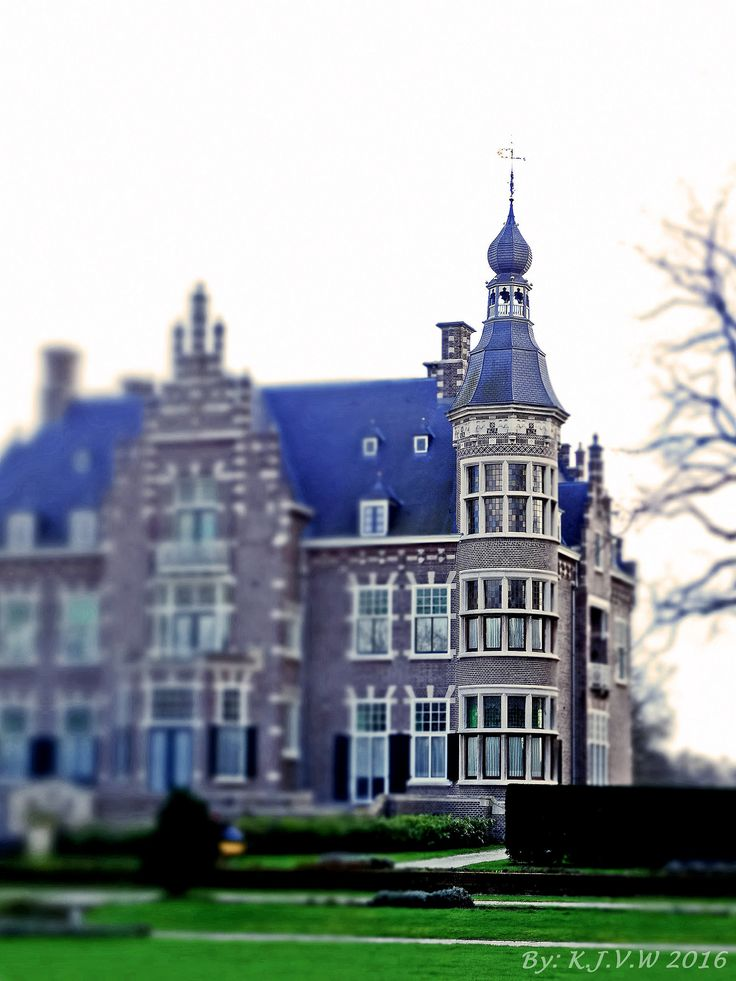 https://flic.kr/p/DCHbX7 | The Castle Tower | I used a tilt-shift on my camara.