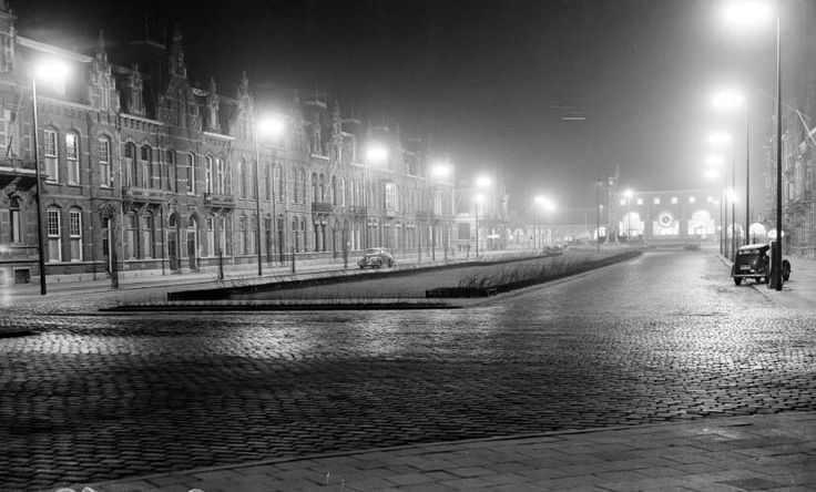 Stationsweg met uitzicht op het nieuwe station in 1953.