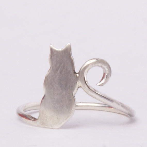 I love this ring... I am going to get it soon. It's just so cute!