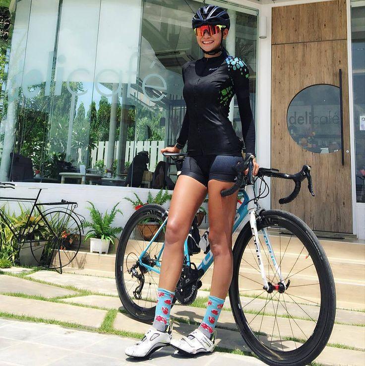 """좋아요 1,415개, 댓글 9개 - Instagram의 Garota Bike(@garotabike)님: """"#GarotaBike #lifestyle #euatleta #specialized #cervelo #Garmin #bikegirl #downhillmtb From…"""""""