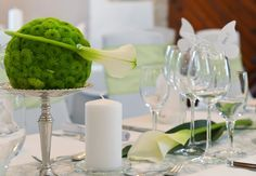 #Extravagante #Chrysanthemenkugeln mit #Calla auf #Burg #Stettenfels - #wedding #bouquet #weddingidea #weddinginspiration #tabledecoration