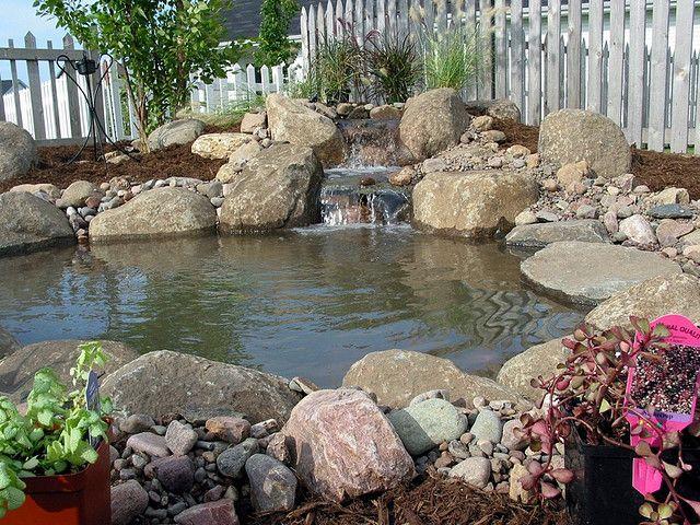 Como fazer um lago no jardim lago fonte cascata espelho for Como criar peces koi